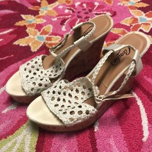 Candies Lace Creme Wedges